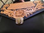 Dòng túi xách khắc tay Vutino