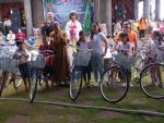 Founder hệ thống BaloTuiXach ủng hộ 10 chiếc xe đạp cho học sinh nghèo hiếu học ở Bình Phước