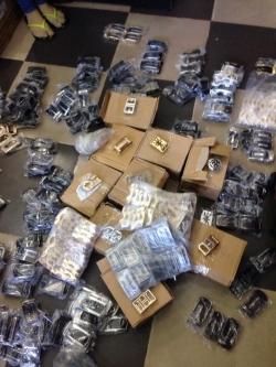 Sỉ mặt khóa dây nịt da số lượng lớn tại công ty ba lô túi xách