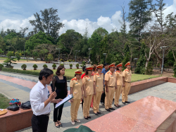 Chủ tịch BaloTuiXach cùng tham gia lễ dâng hương tưởng niệm các Anh hùng liệt sĩ tại Côn Đảo