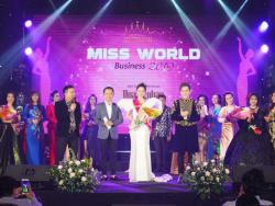 Con đường đến với danh hiệu Hoa hậu Áo dài Doanh nhân Thế giới của cô gái bán dây nịt