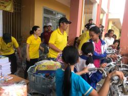 Balo học sinh Vutin - dòng balo trẻ em giá rẻ cho chương trình thiện nguyện lên vùng cao trao yêu thương