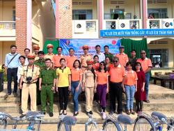 Công ty B&A Việt Nam trao tặng học bổng cho các em học sinh trường THCS Quảng Hoà, huyện Đắk Glong, tỉnh Đắk Nông