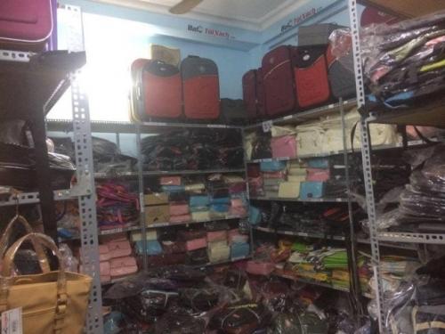 Hình ảnh chụp tại kho Balo Túi Xách với đa dạng mẫu túi xách, loại túi xách