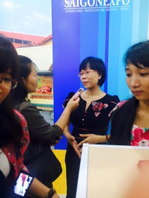 Chị Thu Sương trả lời phỏng vấn tại SaiGonExpo