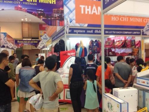 Khách hàng Cambodia rất quan tâm đến gian hàng sản phẩm của Balotuixach.vn
