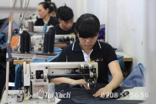 Chỉ các công ty may balo đồng phục chuyên nghiệp mới trang bị đầy đủ máy móc, nguồn nhân lực thợ may lành nghề