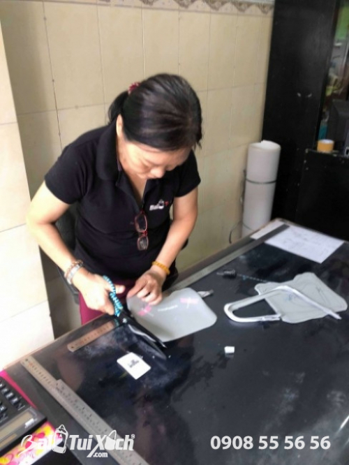 Thợ may nhiều kinh nghiệm hỗ trợ lên mẫu balo, túi xách ngay tại văn phòng công ty
