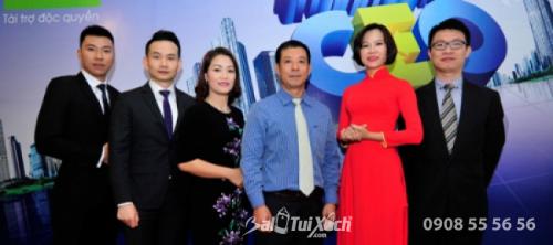 Bà Võ Thu Sương (áo đỏ) cùng chuyên gia Hoàng Hải Âu (áo xanh) và các doanh nhân trong chương trình CEO - Chìa khóa thành công của VTV1.
