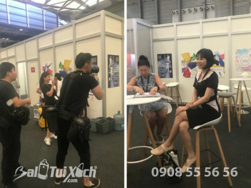 Trưởng đại diện Ba Lo Túi Xách Việt Nam phỏng vấn với truyền thông Triển lãm Quốc tế ngành Da Trung Quốc (ACLE) 2018 - Thượng Hải 4