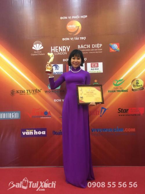 Giám đốc Ba Lô Túi Xách tại Gala Tôn vinh Phụ nữ quyền năng và nhập cúp Trái Tim Vàng - Giải thưởng người phụ nữ thành đạt Giỏi việc nước Đảm việc nhà