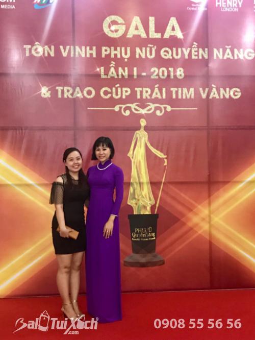 Giám đốc Ba Lô Túi Xách tại Gala Tôn vinh Phụ nữ quyền năng và nhập cúp Trái Tim Vàng - Giải thưởng người phụ nữ thành đạt Giỏi việc nước Đảm việc nhà 2