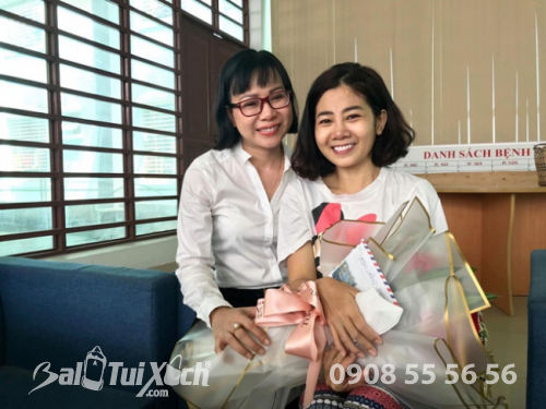 Doanh nhân Võ Thị Thu Sương thuộc hội từ thiện Sen Vàng yêu thương xúc động trước hoàn cảnh và nghị lực sống phi thường của Mai Phương. Nữ doanh nhân hy vọng Mai Phương sớm hồi phục để quay lại với khán giả.