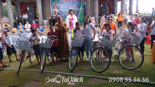 Founder hệ thống BaloTuiXach: Tặng xe đạp cho học sinh khó khăn dịp Tết Trung thu 1