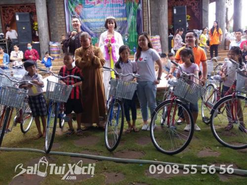 Founder hệ thống BaloTuiXach ủng hộ 10 chiếc xe đạp cho học sinh nghèo hiếu học ở Bình Phước, 430, Huyền Nguyễn, Balo túi xách, 16/12/2019 15:41:07