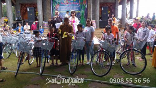 Founder hệ thống BaloTuiXach ủng hộ 10 chiếc xe đạp cho học sinh nghèo hiếu học ở Bình Phước 3