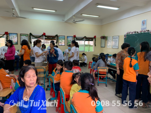 Hình ảnh tại buổi đồng hành cùng Chương trình Khám răng - Khám mắt cho học sinh có hoàn cảnh khó khăn tại trường tiểu học Ánh Sáng