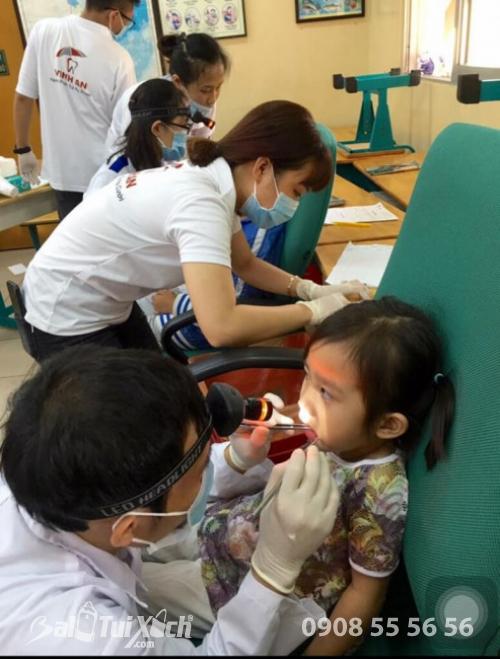 Các cháu bé trong ngày tầm soát sức khỏe răng miệng