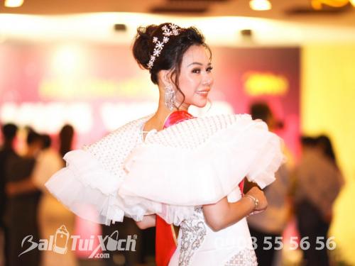 Cô gái tiên phong sản xuất dây nịt và ví nam cho quý ông vào Top 10 Hoa hậu Doanh nhân Thế Giới, 465, Huyền Nguyễn, Balo túi xách, 17/01/2019 16:00:50