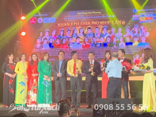 Chủ tịch HDQT BaloTuiXach.com nhận giải Doanh nhân vì Cộng đồng năm 2019 (1)