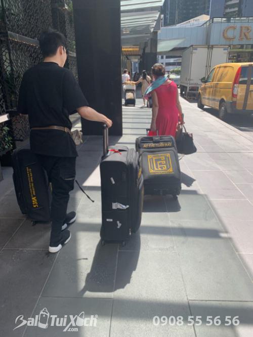 Sản phẩm vali thiết kế riêng cho khách hàng - Nhà thiết kế áo dài Tuấn Hải