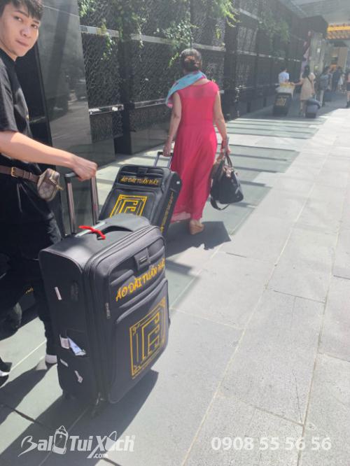 Vali tự thiết kế - dòng vali chuyên dụng BaloTuiXach đồng hành cùng nhà thiết kế áo dài Tuấn Hải trên mọi hành trình quốc tế (2)