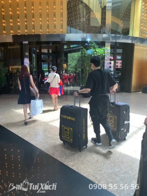 Vali tự thiết kế - dòng vali chuyên dụng BaloTuiXach đồng hành cùng nhà thiết kế áo dài Tuấn Hải trên mọi hành trình quốc tế (3)