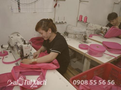 Thợ may trẻ lành nghề, tay nghề tỉ mỉ từ BaloTuiXach
