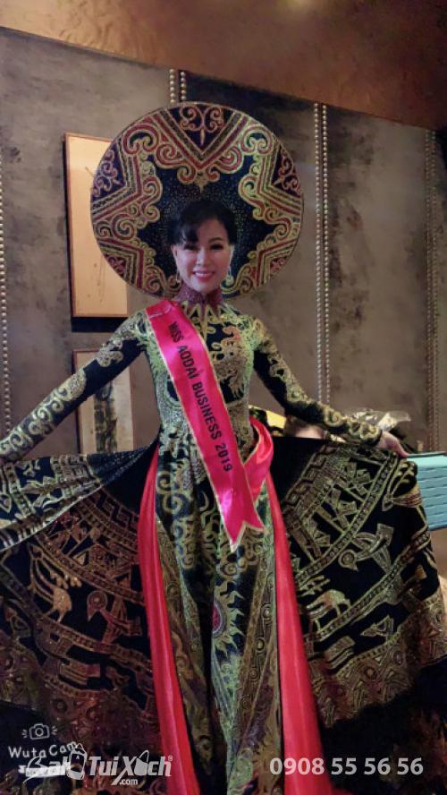 Từ cô gái sản xuất dây nịt và ví nam trở thành Hoa hậu Áo dài Doanh nhân Thế giới 2019