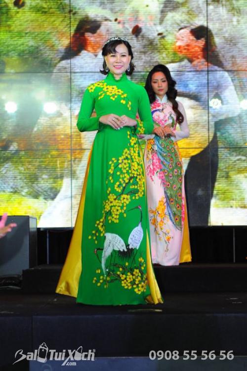 Phần trình diễn áo dài của Hoa hậu Áo dài Doanh nhân Thế giới 2019 - Nữ doanh nhân Võ Thị Thu Sương