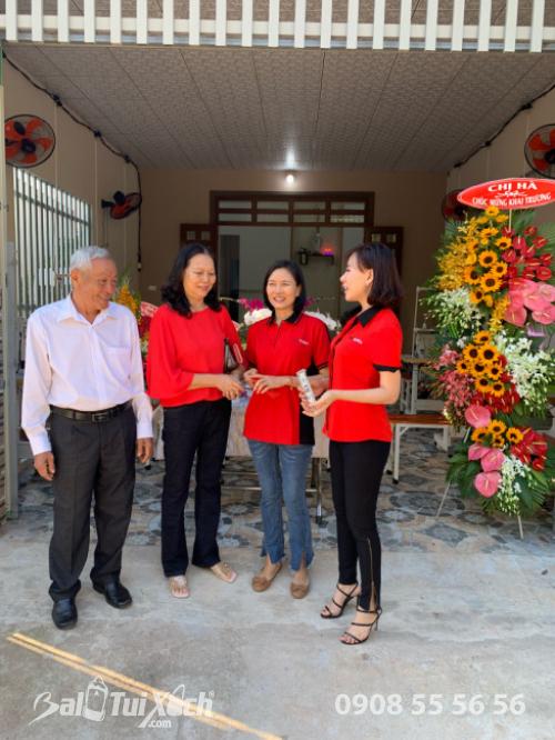 Nữ doanh nhân Võ Thị Thu Sương (ngoài cùng bên phải)