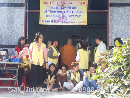 Giám đốc Ba Lô Túi Xách chung tay san sẻ yêu thương với chương trình từ thiện nhân đạo tại xã Phú Mỹ, huyện Tân Phước, Tiền Giang (1)
