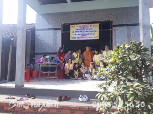 Giám đốc Ba Lô Túi Xách chung tay san sẻ yêu thương với chương trình từ thiện nhân đạo tại xã Phú Mỹ, huyện Tân Phước, Tiền Giang (2)