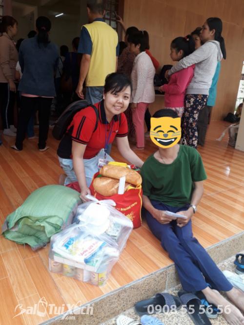 Giám đốc Ba Lô Túi Xách chung tay san sẻ yêu thương với chương trình từ thiện nhân đạo tại xã Phú Mỹ, huyện Tân Phước, Tiền Giang