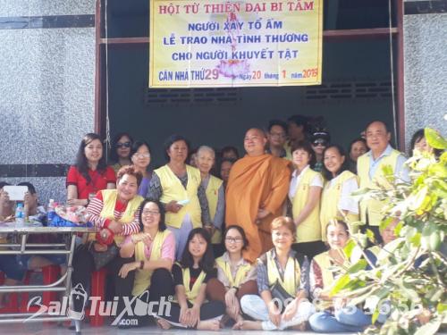 Giám đốc Ba Lô Túi Xách chung tay san sẻ yêu thương với chương trình từ thiện nhân đạo tại xã Phú Mỹ, huyện Tân Phước, Tiền Giang (3)
