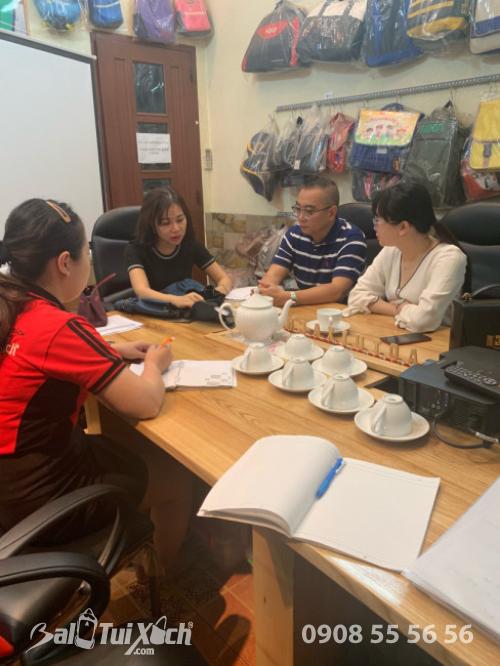 BaloTuiXach đón khách đối tác Trung Quốc tìm đối tác gia công túi xách xuất khẩu (2)
