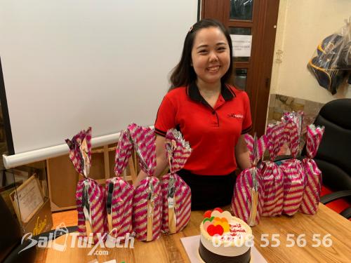 Giám đốc BaloTuiXach Bảo Yến tặng quà cho nhân viên quản lý nữ nhân ngày 8/3, 510, Huyền Nguyễn, Balo túi xách, 14/03/2019 12:12:48