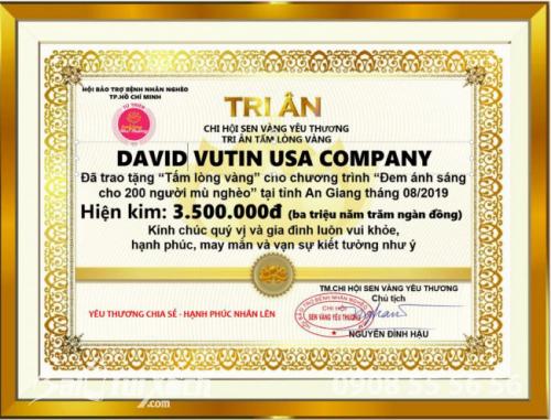 """David Vutin USA Company trao tặng """"Tấm lòng vàng"""" cho chương trình """"Đem ánh sáng cho 200 người mù nghèo"""" tại tỉnh An Giang tháng 08/2019"""