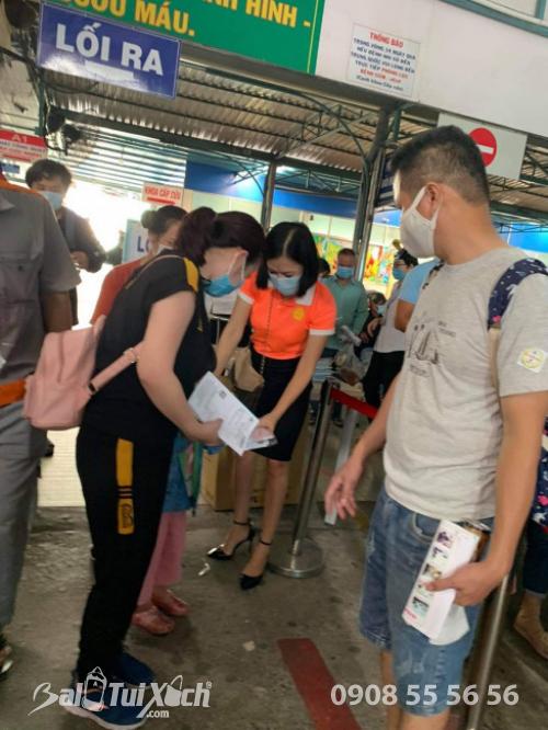 ATM khẩu trang - phát 10.000 khẩu trang miễn phí cho các bệnh nhân tại bệnh viện Nhi đồng 1 - Ảnh: 5