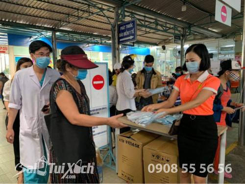 ATM khẩu trang - phát 10.000 khẩu trang miễn phí cho các bệnh nhân tại bệnh viện Nhi đồng 1 - Ảnh: 6