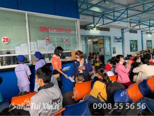 ATM khẩu trang - phát 10.000 khẩu trang miễn phí cho các bệnh nhân tại bệnh viện Nhi đồng 1 - Ảnh: 10