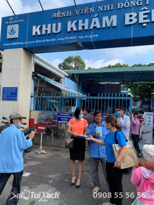 ATM khẩu trang - phát 10.000 khẩu trang miễn phí cho các bệnh nhân tại bệnh viện Nhi đồng 1 - Ảnh: 11