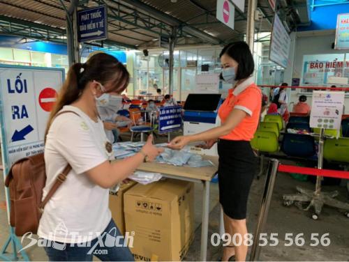 ATM khẩu trang - phát 10.000 khẩu trang miễn phí cho các bệnh nhân tại bệnh viện Nhi đồng 1 - Ảnh: 18