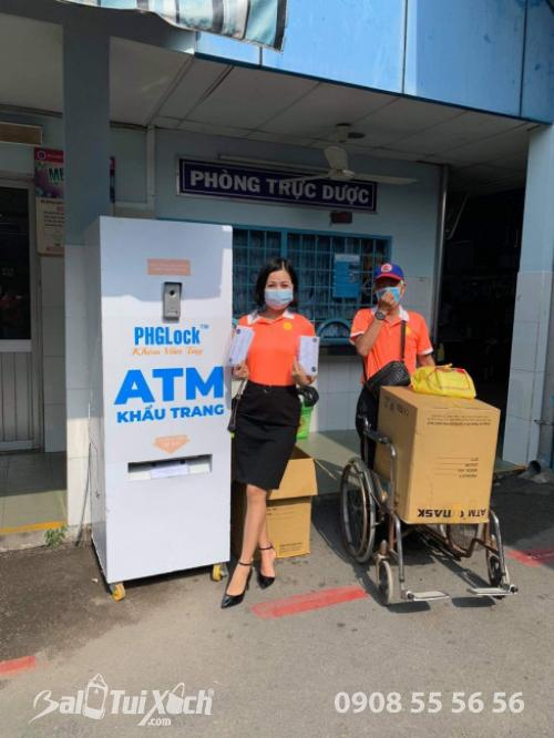 ATM khẩu trang - phát 10.000 khẩu trang miễn phí cho các bệnh nhân tại bệnh viện Nhi đồng 1 - Ảnh: 24
