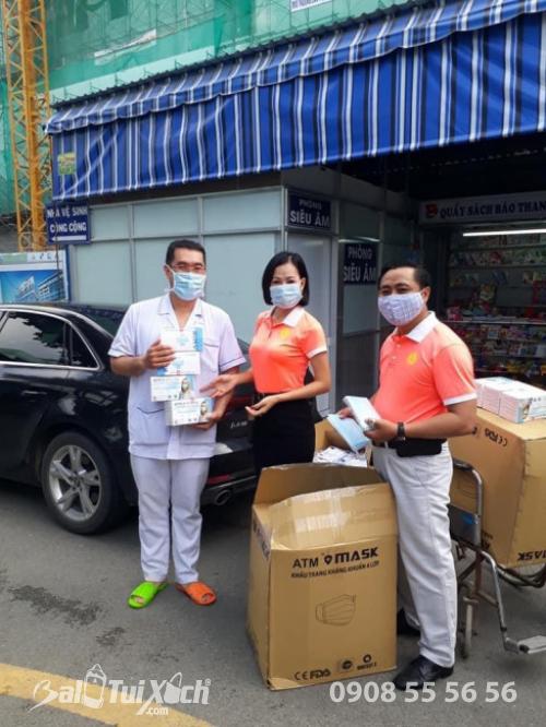 ATM khẩu trang - phát 10.000 khẩu trang miễn phí cho các bệnh nhân tại bệnh viện Nhi đồng 1 - Ảnh: 27