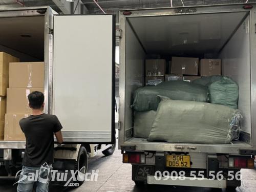 BaloTuiXach giao hàng từ thiện cho khách đi miền Trung  - Ảnh: 2