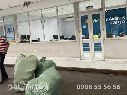 BaloTuiXach giao hàng từ thiện cho khách đi miền Trung  - Ảnh: 3