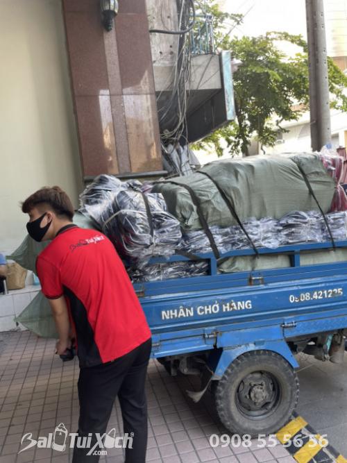 BaloTuiXach giao hàng từ thiện cho khách đi miền Trung  - Ảnh: 7