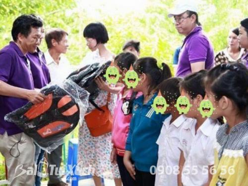 Chương trình thiện nguyện BaloTuiXach tặng balo cho các trẻ em vùng cao - Ảnh: 2